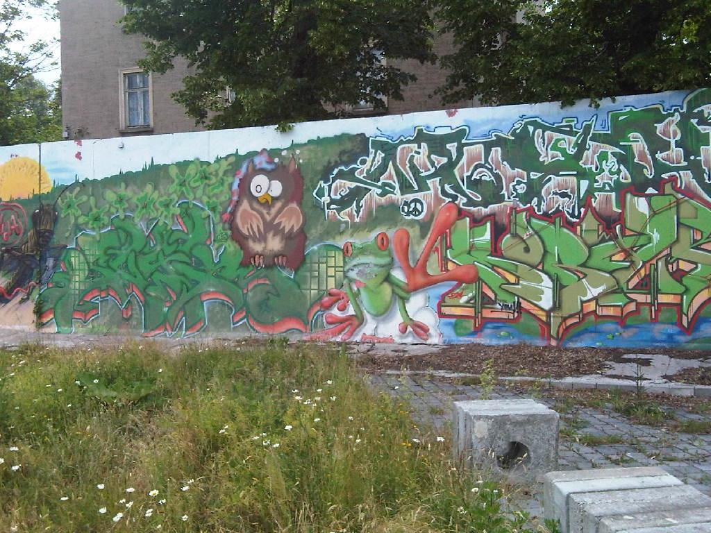 Grafitti im urbanen Wald Stadtgärtnerei Holz